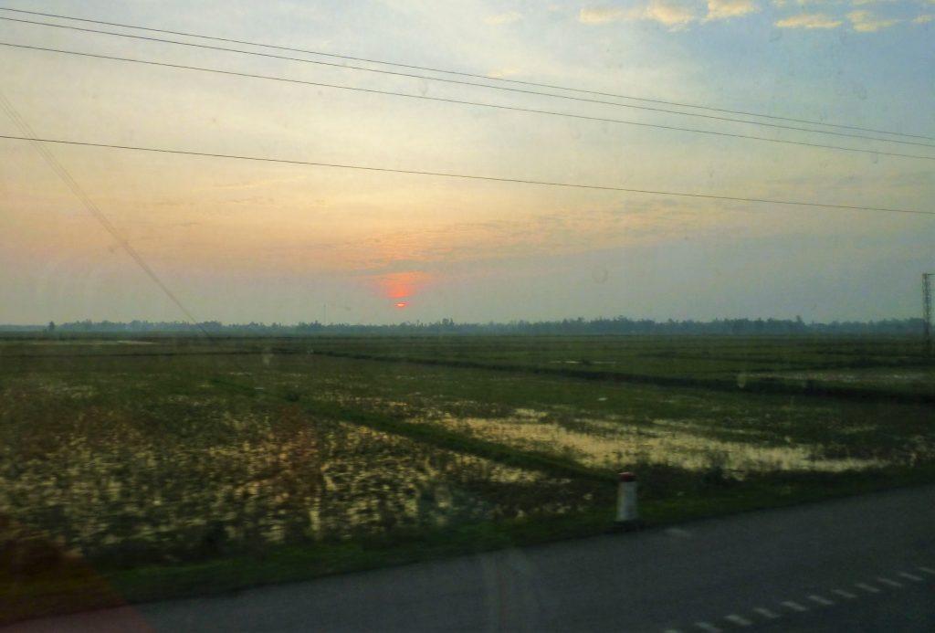 Mijn eerste nacht in een sleeperbus in Vietnam - Hanoi tot Hue