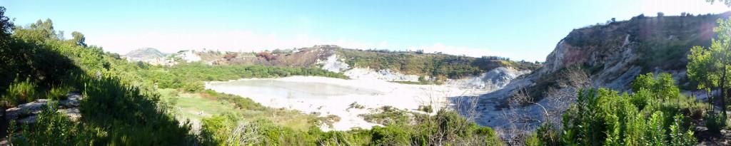 Panorama foto van de Flegreische gronden.. Pozzuoli - Napels, Italië