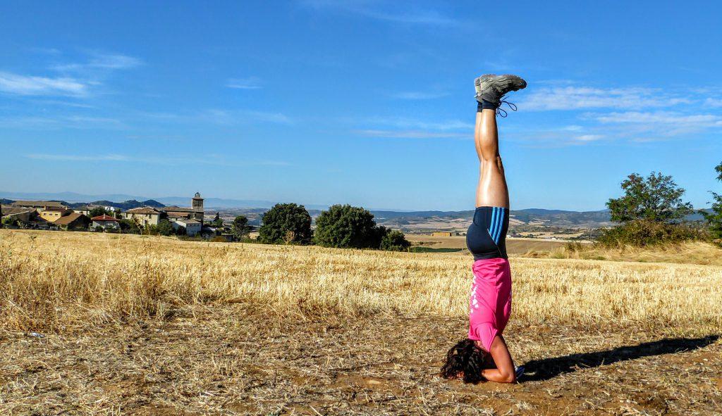 Yoga pose op de Camino Frances