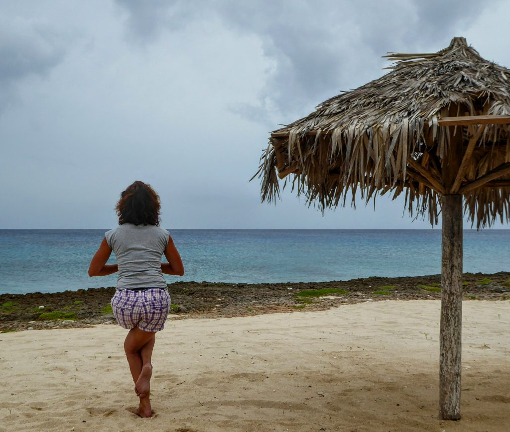 Yoga op het strand nabij La Boca
