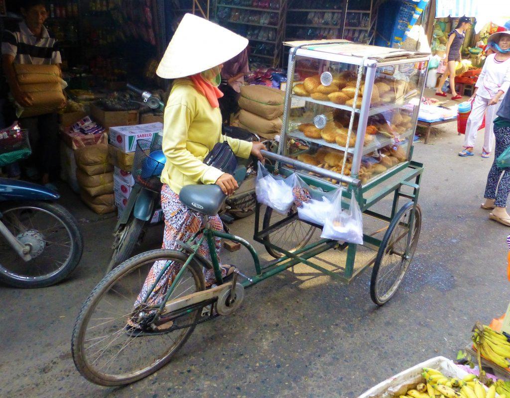 Vrouw op de markt Mui Ne