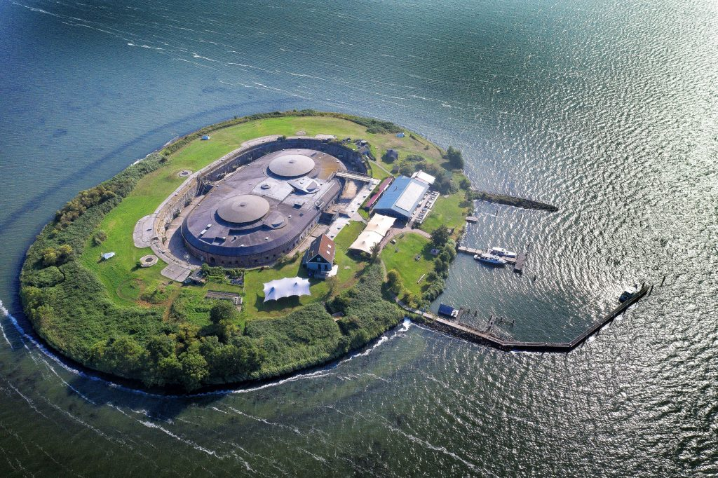 Fort island Pampus Flora & Fauna
