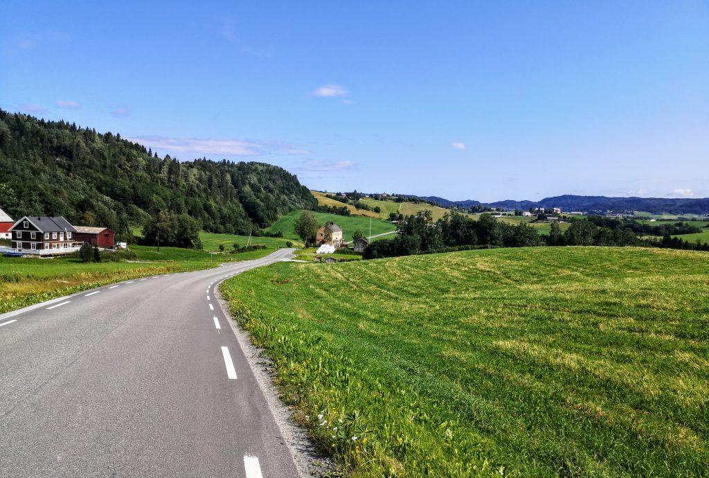 Long Tarmac Roads on the Olavsleden