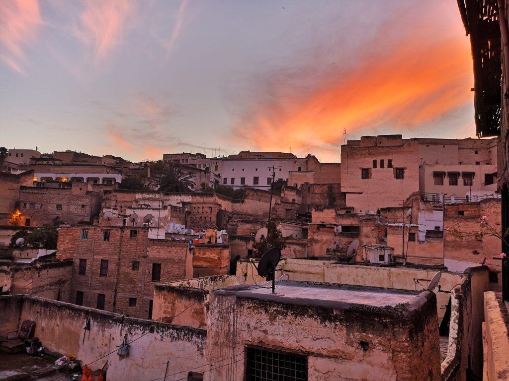 Complete reisgids Fes - Zonsondergang vanaf de riad in de medina