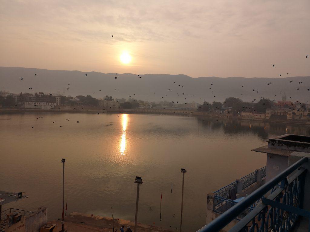 Het heilige Sarovar meer, vanaf balkon van mijn hotel