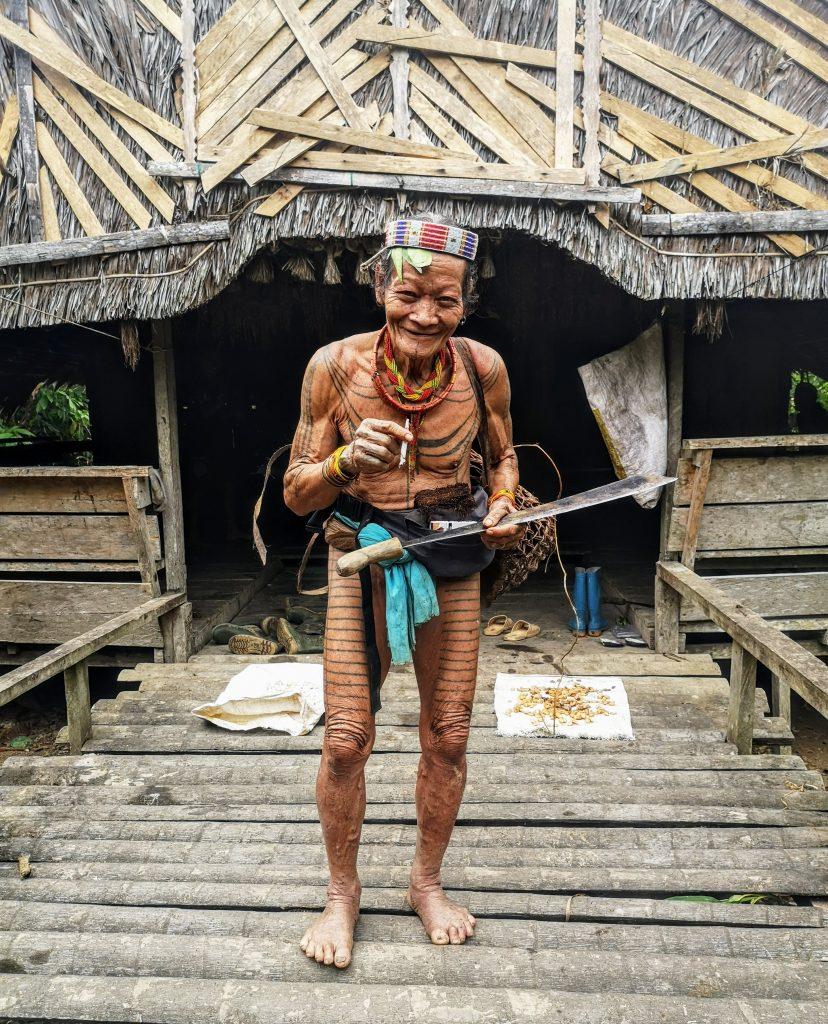 Sjamaan op de Mentawai Eilanden - Sumatra, Indonesie