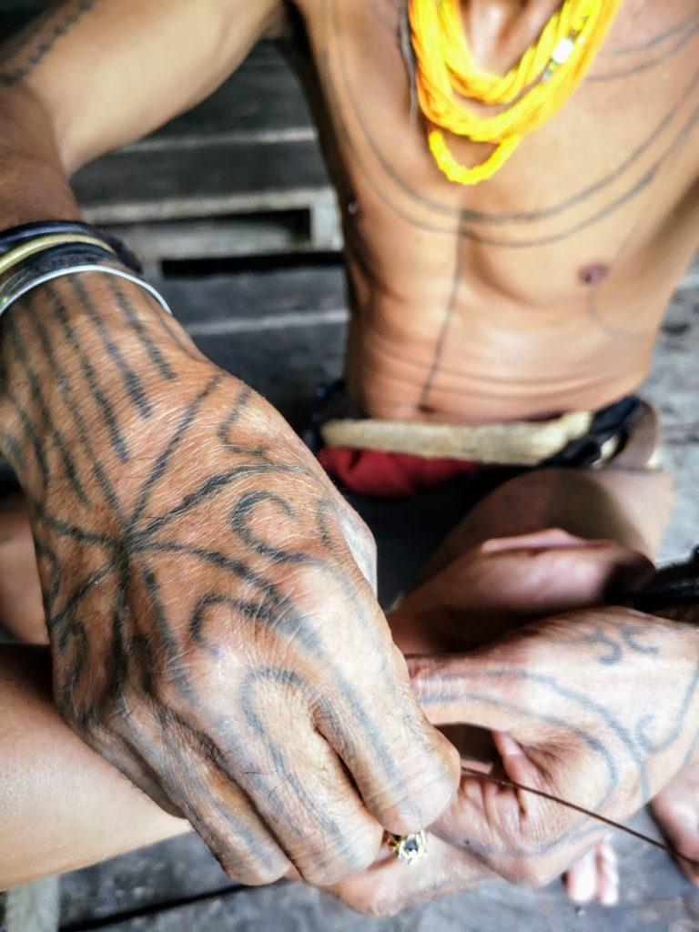 Sjamaan op de Mentawai Eilanden