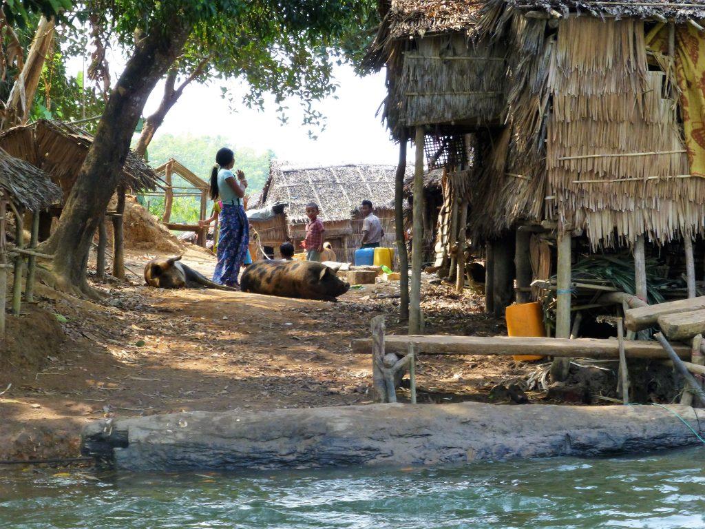 Vissersdorp bezoeken nabij Chaung Tha - Myanmar