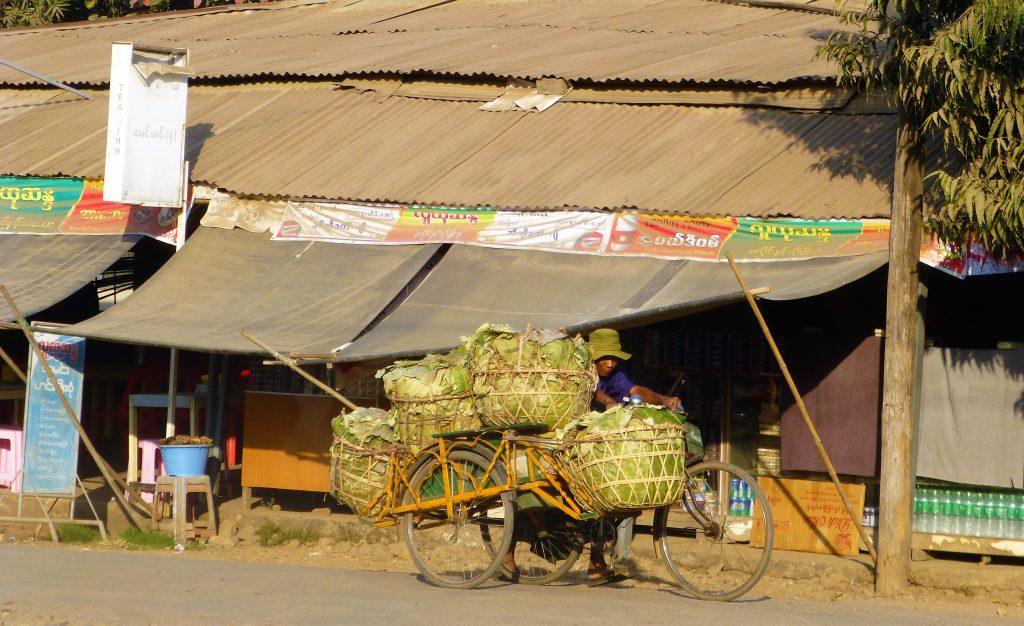 Op doorreis door Pyay - Myanmar