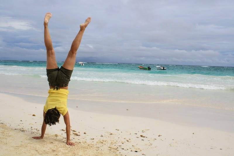 De Handstand- Adho Mukha Vrksasana