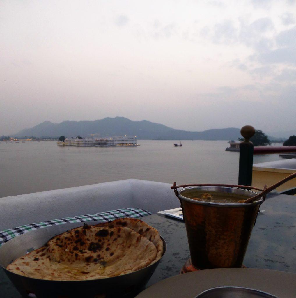 Uitzicht over Pichola meer - Rajasthan, India