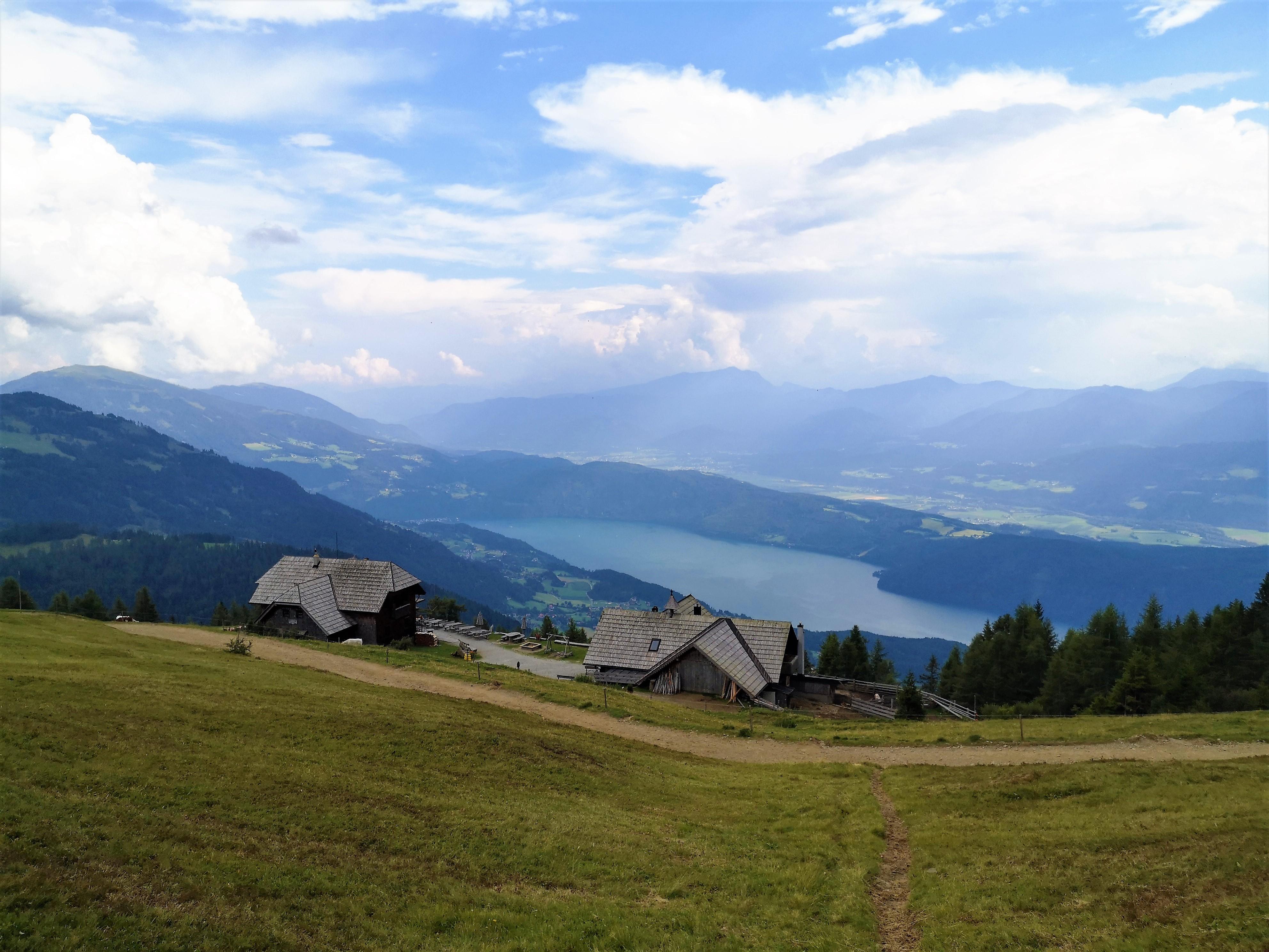 Alexanderhütte With a Great view on Miltstatter Lake