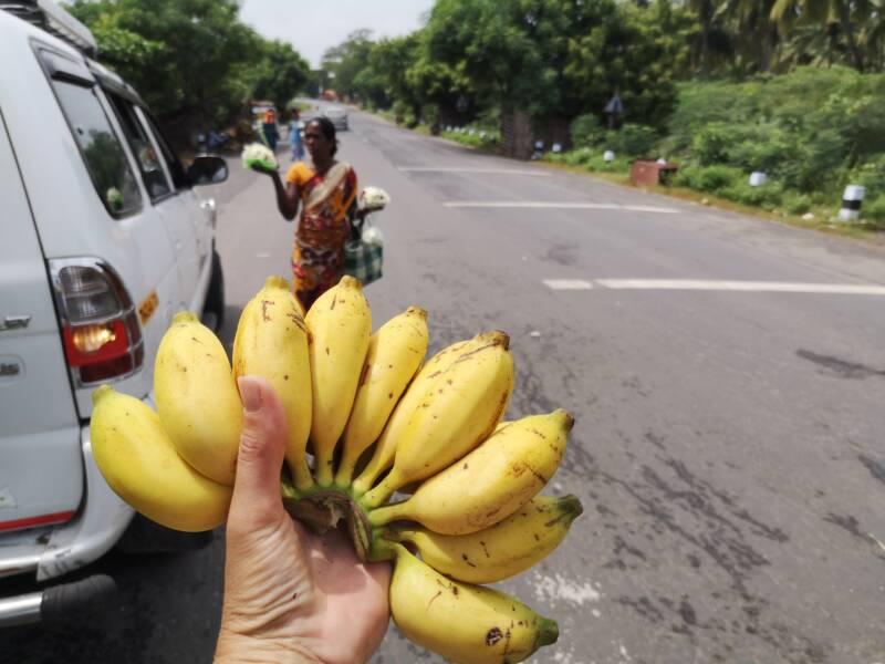 Bananen als lunch tijdens de Rickshaw Challenge
