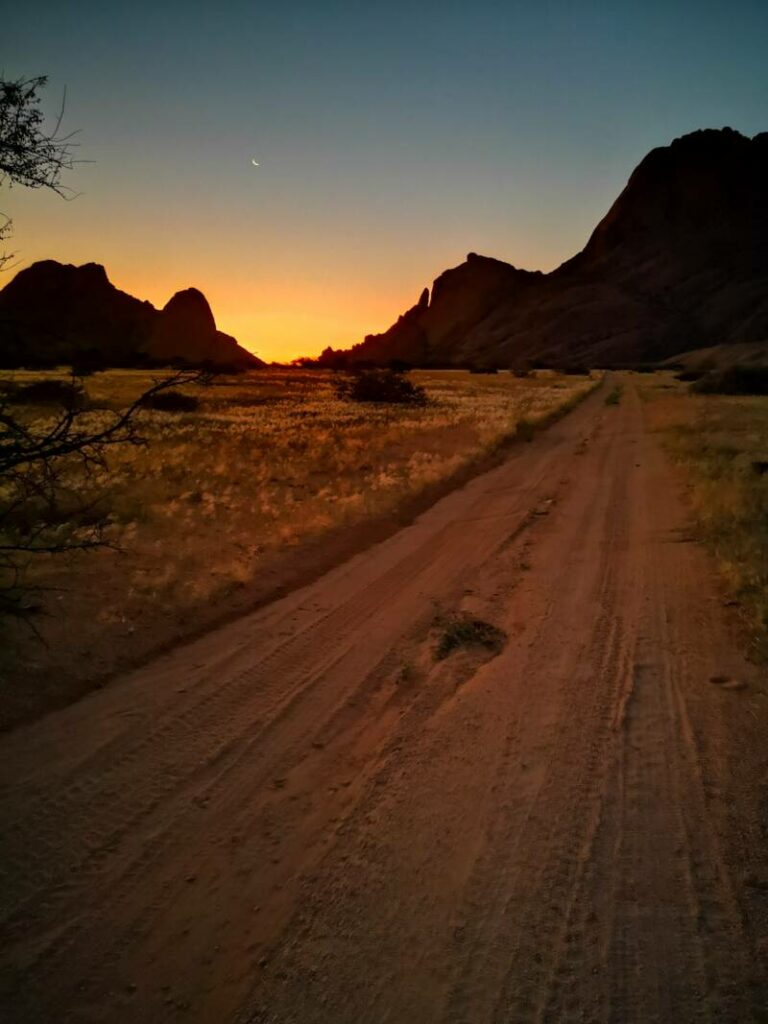 Sunset Spitzkoppe Namibia - Need to Know for your Roadtrip to Namibia