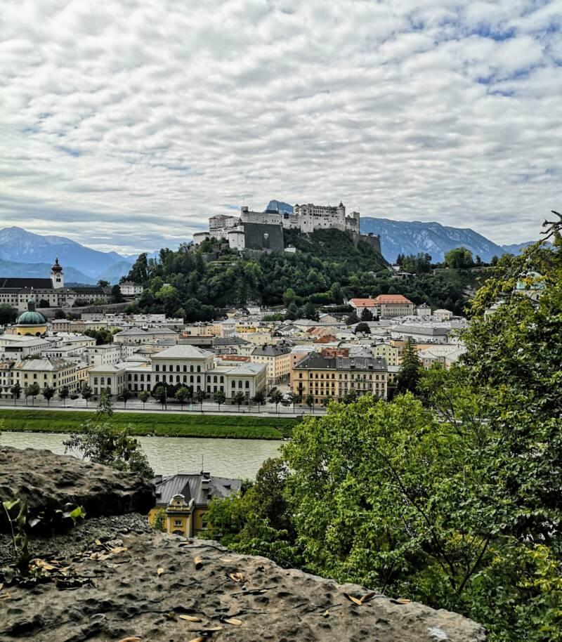 Zicht over Salzburg vanaf Kapuziner Kloster Oostenrijk